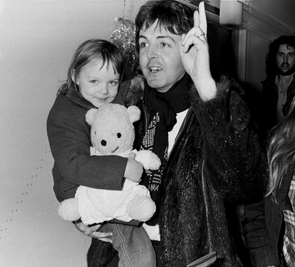 COPENHAGEN - DENMARK - MARCH 20: Paul McCartney of Wings with his daughter Stella McCartney arriving in Copenhagen on March 20th, 1976 in Denmark. (Photo by Jan Persson/Redferns)